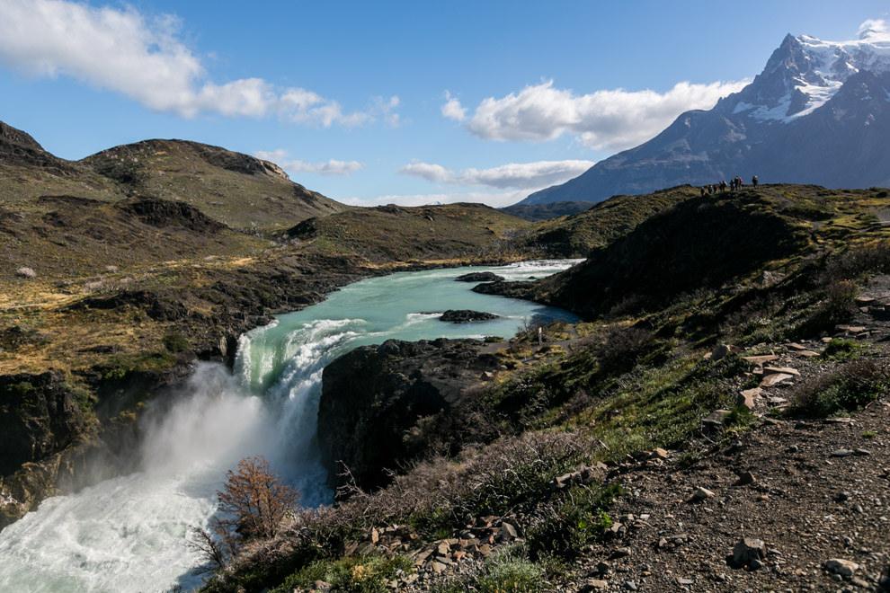 Uno de los tantos saltos de agua que se pueden visitar en el Parque Nacional Torres del Paine, que cuenta con una extensión de 2400 km. cuadrados, uno de los grandes atractivos de la Patagonia chilena que recibe turistas de todo el mundo. (Tetsu Espósito).