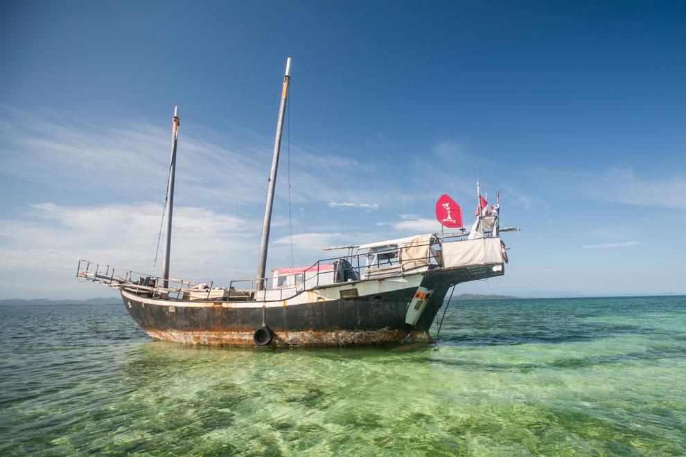Un velero canadiense encalló en las cercanías de Isla Colón, donde la profundidad del mar cambia drásticamente y los bancos de arena pueden dificultar su navegación. (Tetsu Espósito)