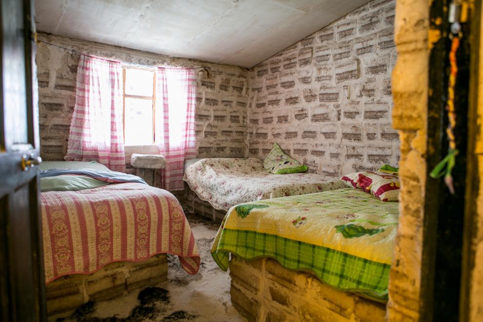 El Palacio de Sal1 o el Hotel Palacio de Sal es un hotel construido con bloques de sal. Se encuentra en el borde del Salar de Uyuni, el mayor desierto de sal del mundo, a 350 km al sur de la ciudad de La Paz. (Tetsu Espósito)
