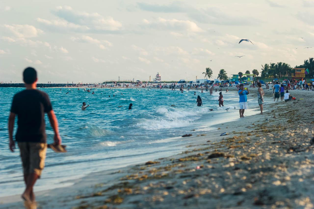South Beach es el nombre que recibe la playa y el barrio de la ciudad de Miami Beach y tiene una extensión aproximada de 23 manzanas ,separa al océano Atlántico de la Bahía BIscayne.  (Tetsu Espósito)