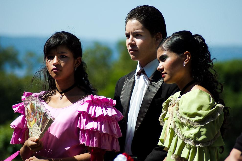 Jóvenes actores, alumnos de colegios de Areguá y San Lorenzo vistiendo el atuendo del siglo XVIII, los atuendos son rescatados y recuperados a través del tiempo por el museo de la Fundación Casaccia (Areguá, Paraguay - Elton Núñez)