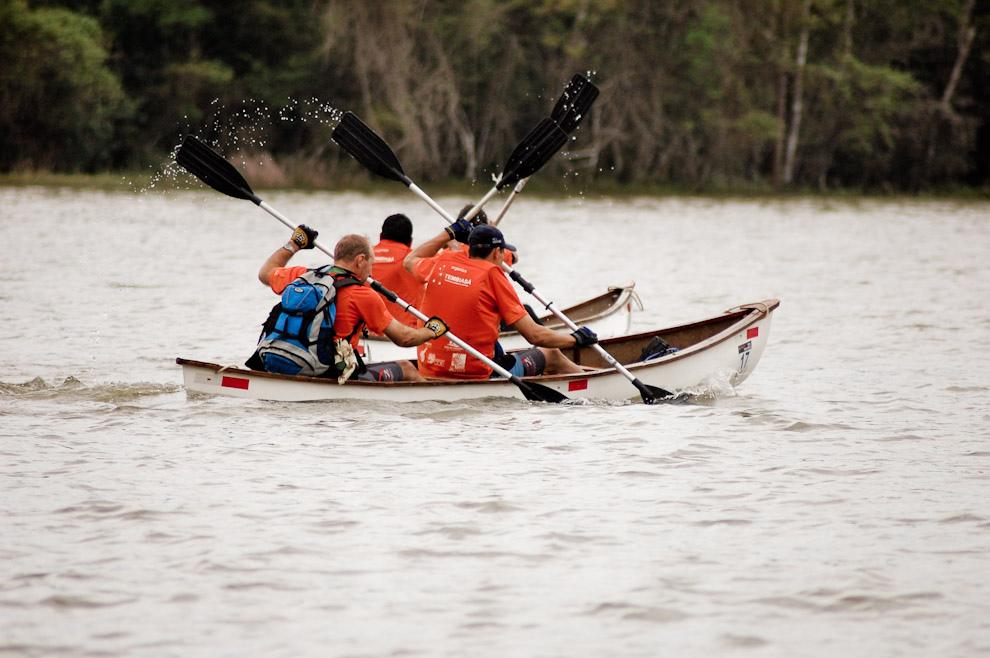 Etapa de Canotaje, decenas de kilómetros  por el Río Acaray hasta el siguiente puesto de control en la  Reserva de Itabó. (Elton Núñez - Itabó, Paraguay)