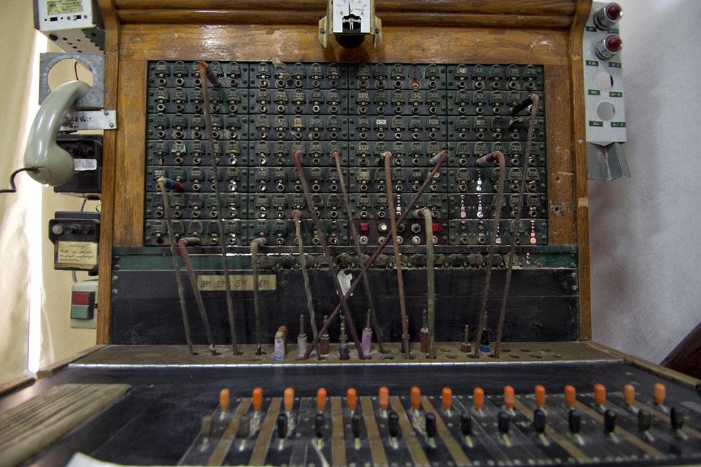 Una vieja central telefónica utilizada por los Colonos Menonitas, se exhibe en el Museo de Filadelfia (Tetsu Espósito - Filadelfia, Chaco, Paraguay)