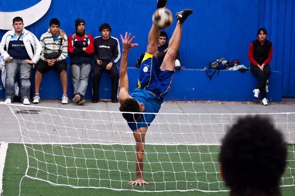 """Una de las atracciones del Stand de Tigo es la competencia de """"Picki-Volley"""" de parte de unos expertos en el juego. (Elton Núñez - Mariano Roque Alonso, Paraguay)"""