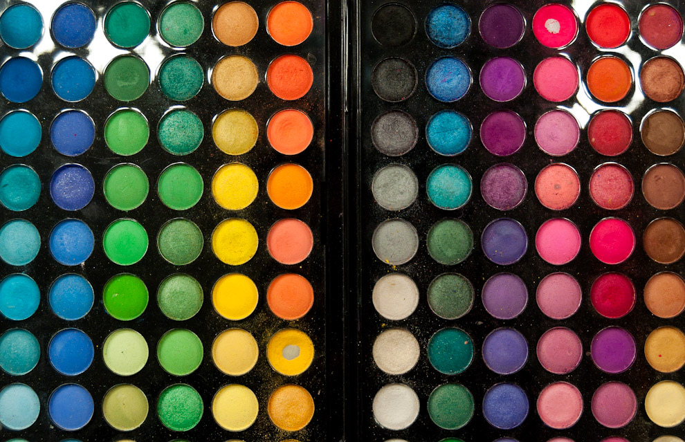 Paleta de colores completos se vieron entre los equipos de maquillaje de los profesionales de Oscar Mulet durante la semana de la moda de Paraguay Alta Moda. (Elton Núñez - Asunción, Paraguay)