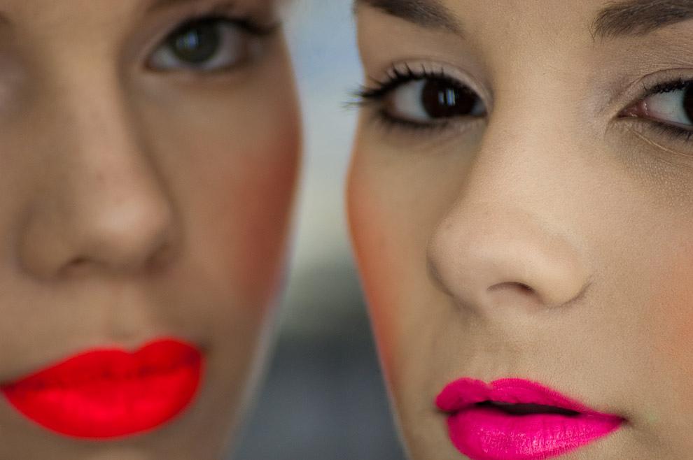 Las modelos Ana Ortiz y Gissela Sotomayor maquilladas para el desfile de Uptitude el domingo 26 de setiembre en el Asunción Fashion Week. (Elton Núñez - Asunción, Paraguay)