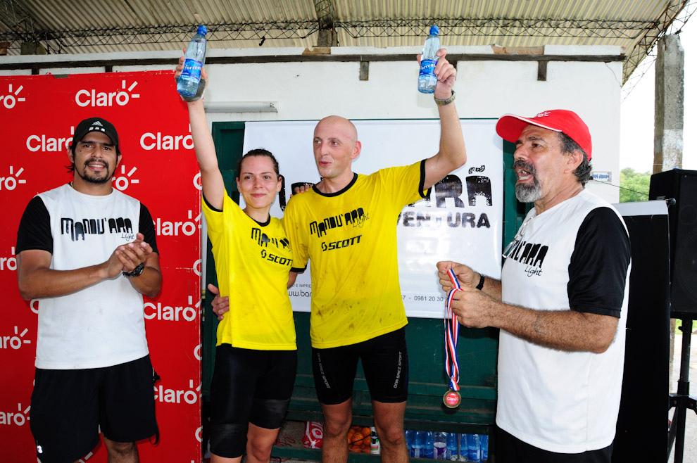 Los ganadores de la categoria Mountain Bike-Orientación: Vitalis Schneider y Marion Von Brandenstein, del equipo Brigada X, tras 5 horas de intensa competencia. (Elton Núñez - Piribebuy, Paraguay)