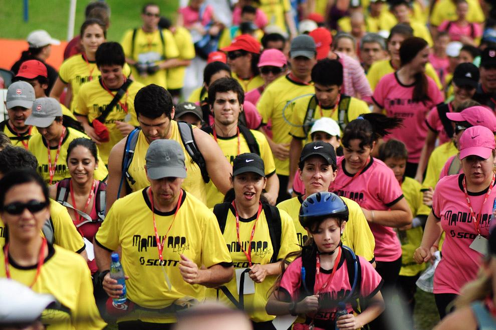 Los participantes de la categoría Trekking/Orientación 10km al comienzo de la carrera, cada uno a su ritmo, de dos en dos, contagian buena onda y espíritu aventurero. Esta categoría tendría que terminarse en no más de 2 horas siempre y cuando estén bien orientados. (Elton Núñez - Piribebuy, Paraguay)