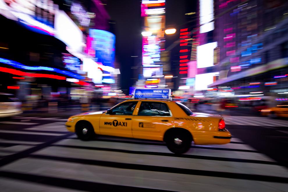 Otro de los símbolos de la Ciudad de Nueva York, son sus taxis con su distintiva pintura amarilla, que llevan a turistas y habitantes de esta Metrópoli a destino, a través de sus concurridas arterias. (Tetsu Espósito - Nueva York, Estados Unidos)