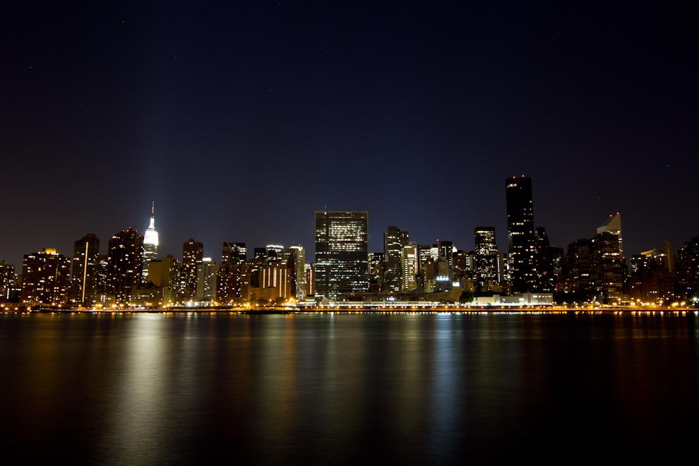 Una vista nocturna imponente del centro de Manhattan y sus rascacielos. (Tetsu Espósito - Nueva York, Estados Unidos)