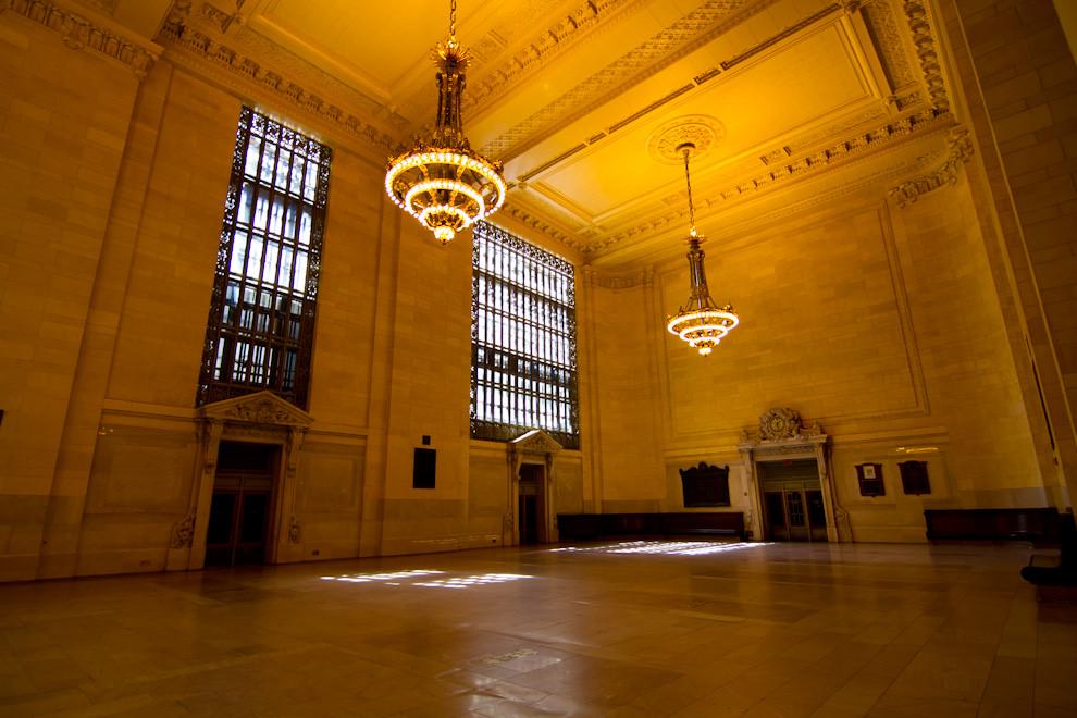 Una de las salas de Grand Central Station, La terminal ha sido utilizada en numerosos filmes, como Men In Black, Superman, Soy Leyenda, entre otros. Es aún hoy en día un símbolo del diseño que sigue influenciando. (Tetsu Espósito - Nueva York, Estados Unidos)