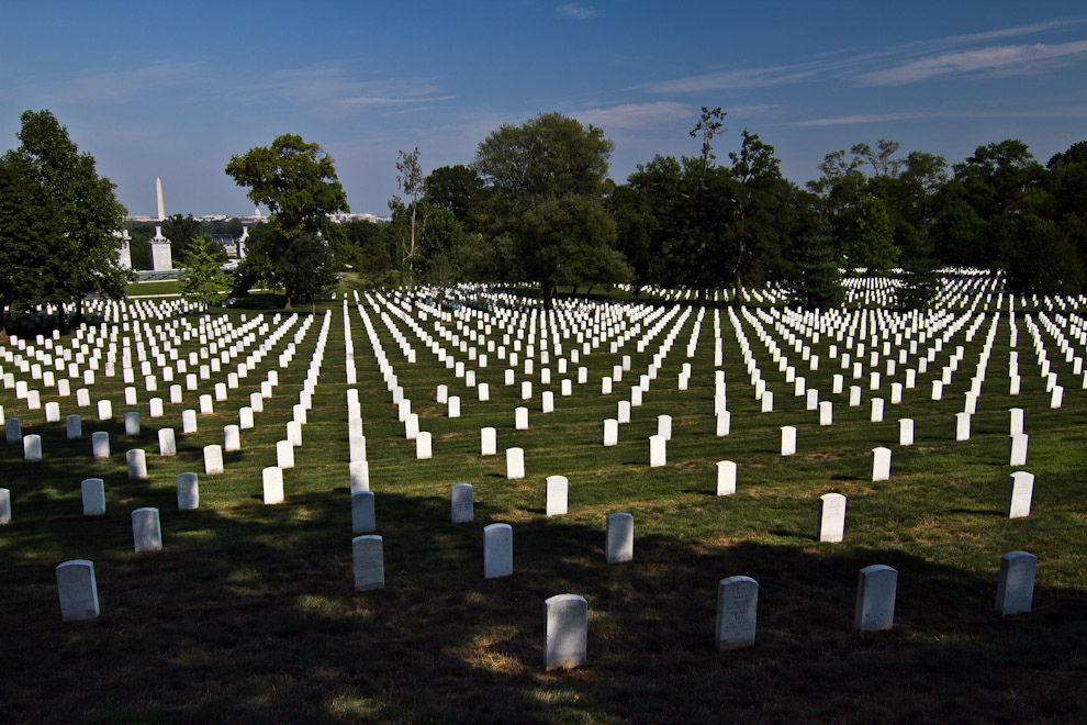 El Cementerio de Arlington, ubicado en el Condado de Virginia, es un cementerio militar donde yacen los cuerpos de importantes presidentes, como el de John F. Kennedy, así como de soldados que lucharon en la Primera y Segunda Guerra Mundial. (Tetsu Espósito - Washington, Estados Unidos)