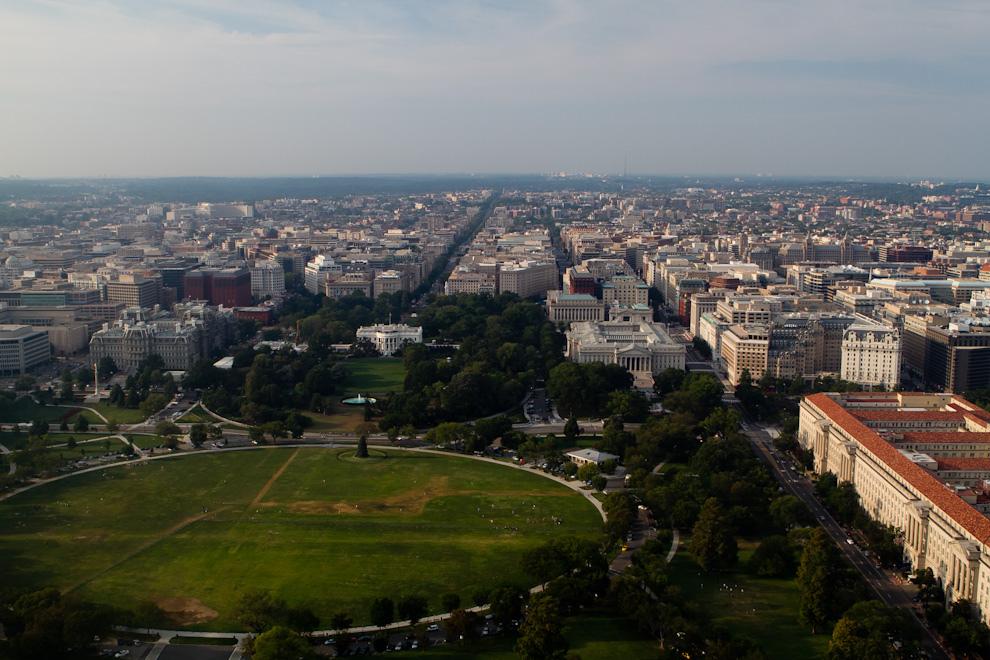 Otra imponente vista del National Mall con la Casa Blanca se puede apreciar desde la plataforma de observación del Monumento a Washington, a casi 170 metros de altura. (Tetsu Espósito - Washington, Estados Unidos)
