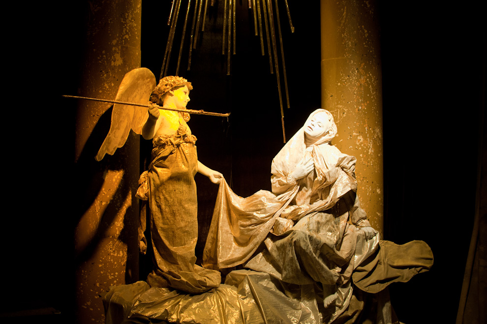 La obra teatral (cuadro viviente) corresponde a una representación de la obra del escultor italiano Gian Bernini, llamada  el Éxtasis de Santa Teresa. Era una de las obras vistas en el Teatro El Molino dirigido por el Artista Koki Ruiz en la noche del Viernes Santo. (Elton Núñez - San Ignacio, Paraguay)