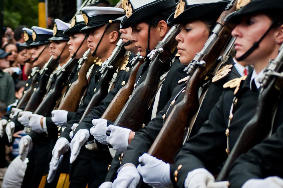 Armada Paraguaya: Hombres y Mujeres de gala desfilaron el 14 de Mayo, en el gran desfile Militar-Policial por las celebraciones del Bicentenario Paraguayo. (Elton Núñez - Asunción, Paraguay)