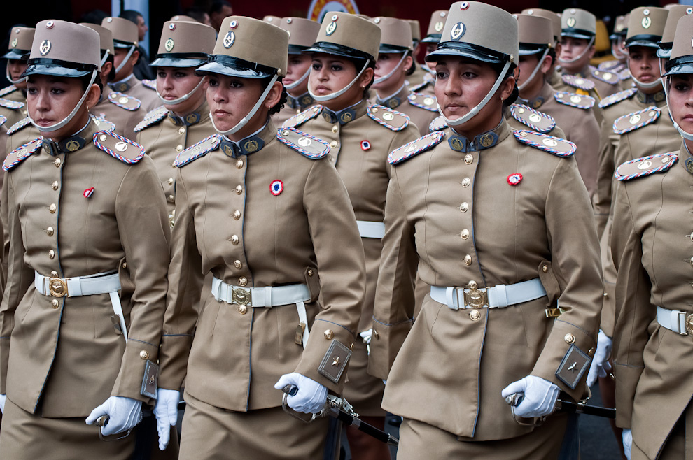 Cadetes Mujeres con sus galas formaron parte del importante desfile Policial el 14 de Mayo en la Avenida Mariscal López. (Elton Núñez - Asunción, Paraguay)