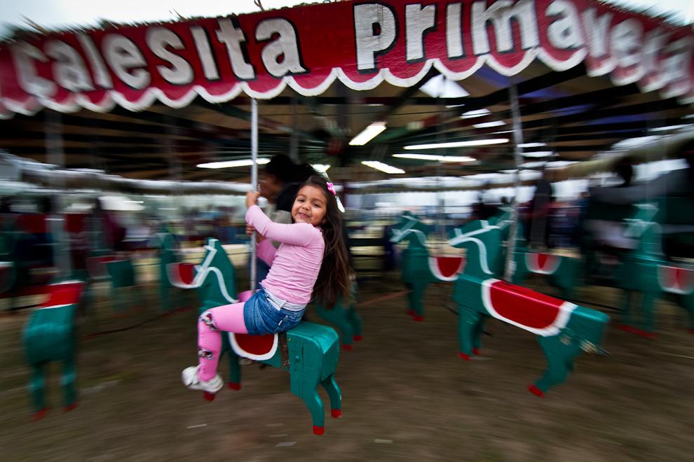 En el Parque Bicentenario, los niños se divertían en distintos juegos, como la veloz calesita, una diversión últimamente relegada a las fiestas patronales de los pueblos del interior. (Tetsu Espósito)