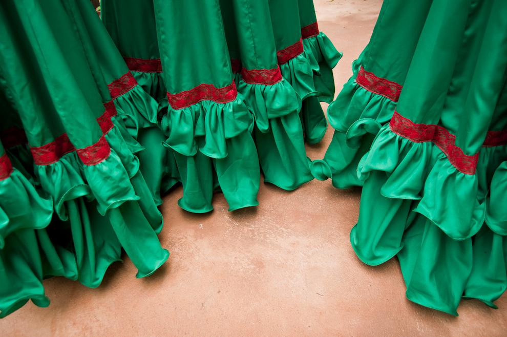 Las polleras de las bailarinas que representaron a la comunidad de San Rafael con danzas contemporáneas, incorporaban detalles con bolados y encajes de color rojo, preparadas exclusivamente para este evento. (Elton Núñez)