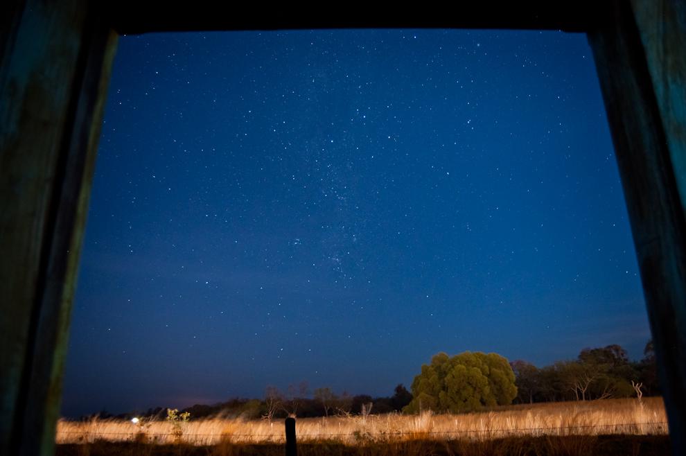 Una fotografía del cielo estrellado, tomada desde la ventana del Hotel Santa Ana al caer la noche el sábado 4 de Setiembre. (Elton Núñez)