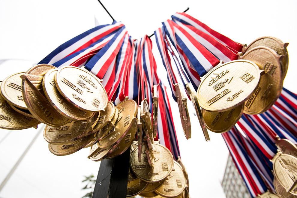 Cientos de medallas esperaban a los que finalizaban la maratón en sus distintas categorías de 10, 21 y 42 kilómetros. (Tetsu Espósito)