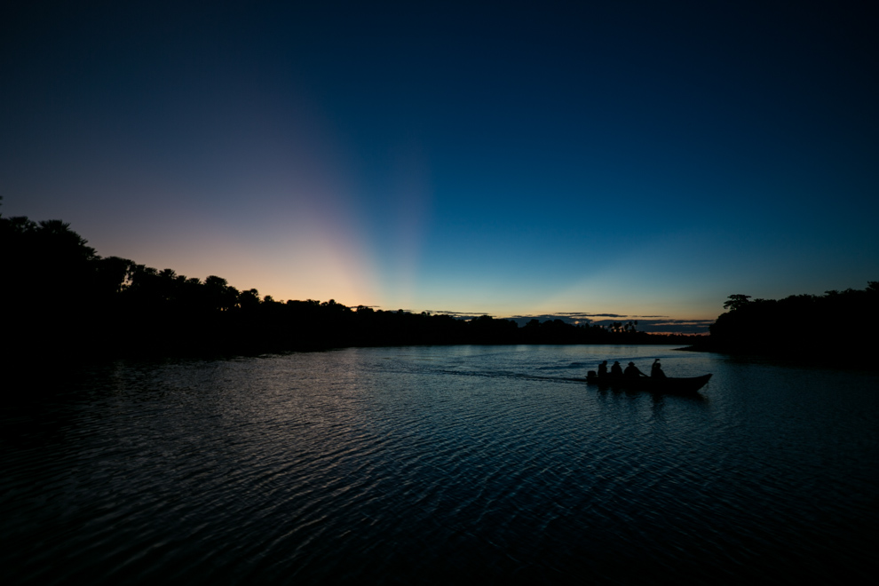 Un magnífico atardecer desde la orilla de 3 Gigantes mientras uno de los últimos grupos volvía de su recorrido. (Tetsu Espósito)