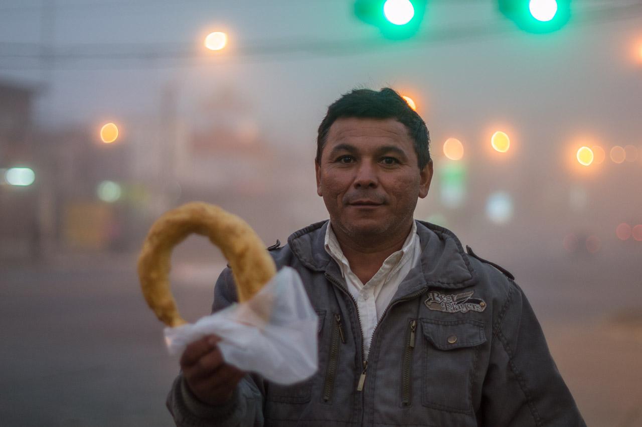 Un chipero en una madrugada neblinosa de la avenida Eusebio Ayala.