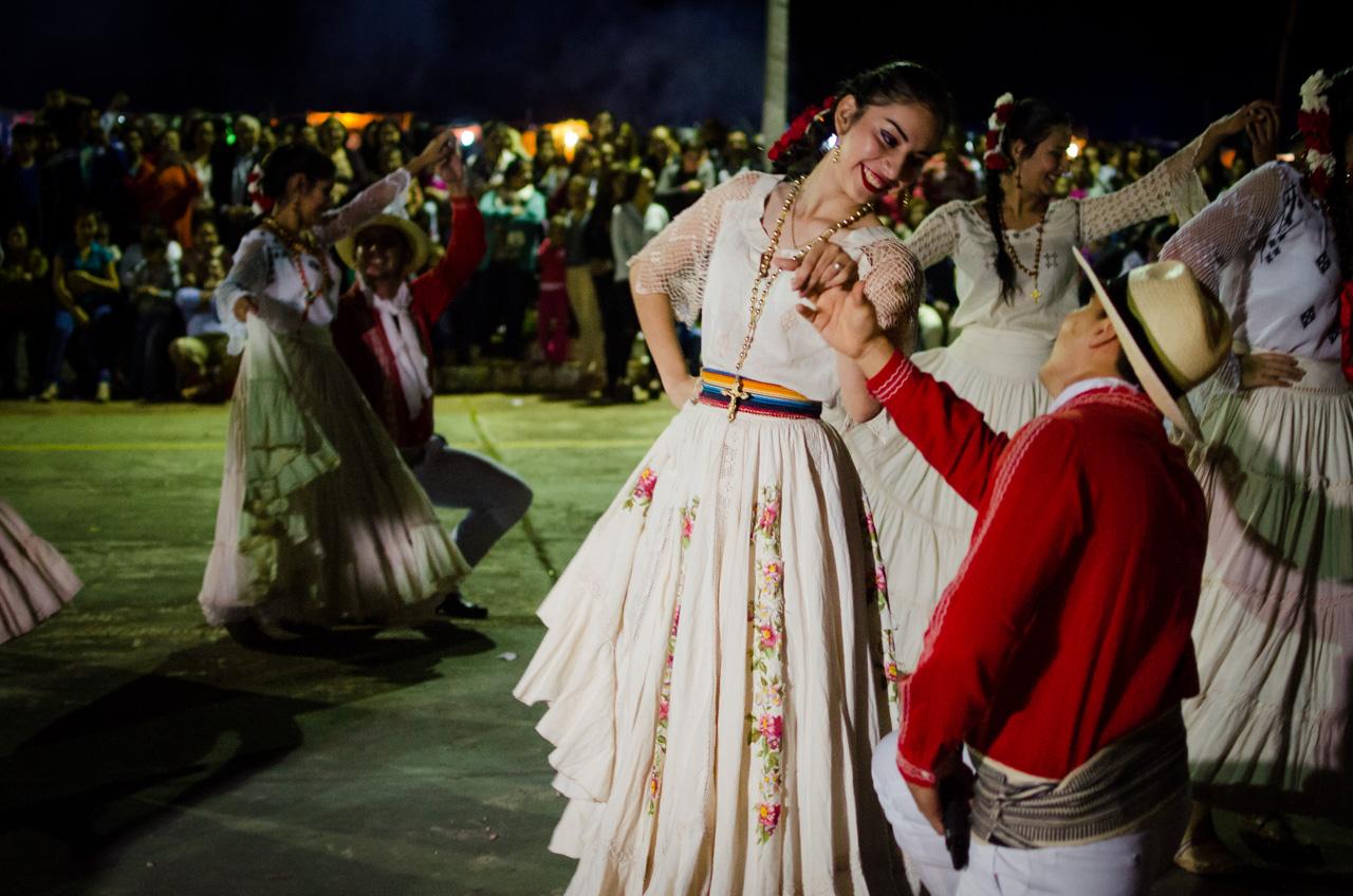 Un elenco de bailarines proveniente de Pilar (Ñeembucú) presenta un número artístico en la fiesta de San Juan el pasado 24 de Junio en la ciudad de San Juan Bautista Misiones. (Elton Núñez).