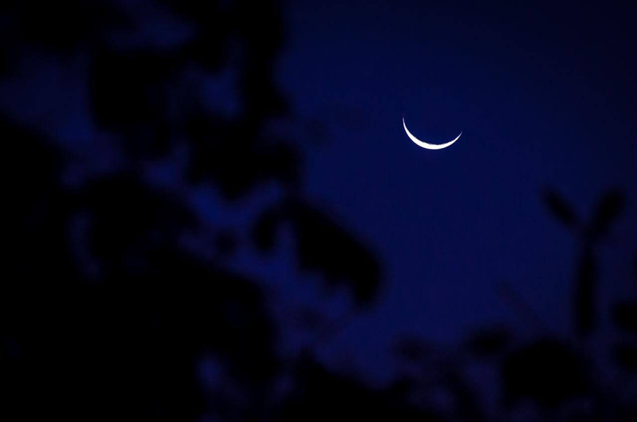 Luna menguante de 20% deja verse antes de entrar en el horizonte, en la última semana de Julio. (Elton Núñez).