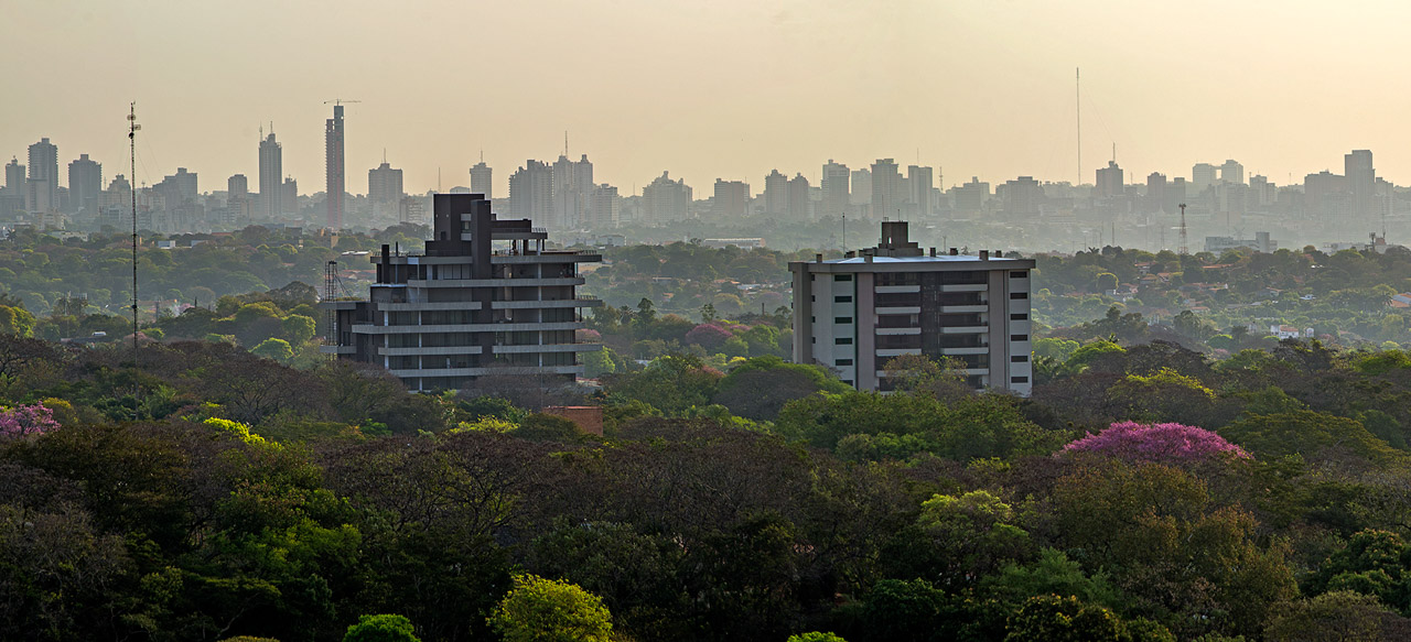 Vista de la ciudad de Asunción desde el edificio Calypso, año 2013.